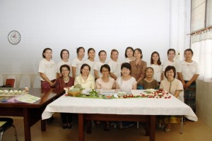 The ladies of the Saeng-Thip and Aim-Im projects